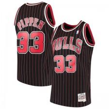 Hommes Mitchell - Ness Scottie Pippen Noir Chicago Bulls 1995-96 bois lettres Swingman Maillot