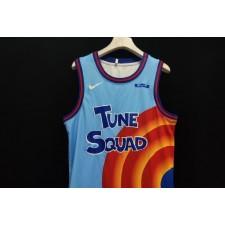 LeBron James montre pour la première fois les maillots des Tune Squad pour Space Jam : A New Legacy