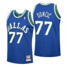 Luka Doncic No. 77 Dallas Mavericks Mitchell & Ness Bleu Hardwood Classics Maillot